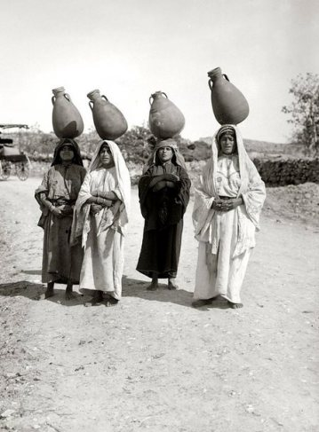 Look at the balancing skills of these lovely women from Ein Karem, a village on the outskirts of Jerusalem, 1935!